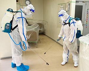 4. 床面の消毒作業